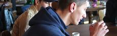 Junger mann seitlich asylcafe