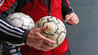 Thumbnail sauter mit ball und klein messi