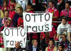 Fans fordern Rehhagels Rücktritt