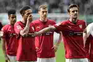 Traurige VfB Spieler auf dem Platz nach dem Abstieg in die 2. Liga